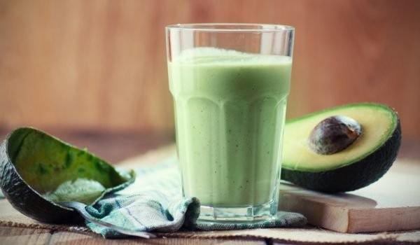Зелено смути с авокадо, магданоз и копър 1