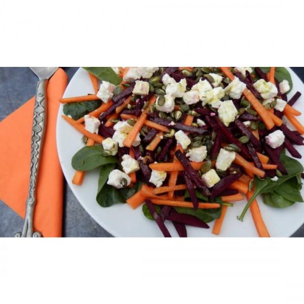 Свежа салата от цвекло, спанак и моркови с печени тиквени семки и Фета сирене 1
